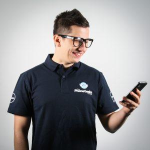 Cosmin preferatelebletele/phablet-urile pe Android, iar Samsung Galaxy Note2 N7100 este febletea lui.Droid-ule atat de bine inradacinat in ecosistemul lui incat, indiferent deproducatoruldevice-ului,telefoanele Windows Phone8 sunt muscatsetse pentru el.