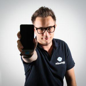 Radu e avantgardist atat prin comportament cat si prin gandire,s-ar luptasi cu regele jungleipentru a-si salva iubirea…HTC One. E pasionat de tehnologie, inclusiv muzica de profil, si impartaseste cu dragdin plosca cunostintelor sale.